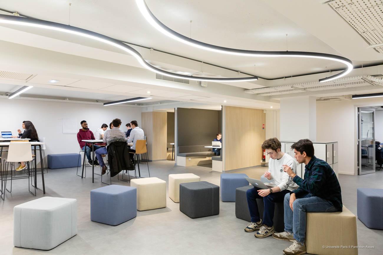 Open space d'Assas Lab', incubateur de l'université Paris 2